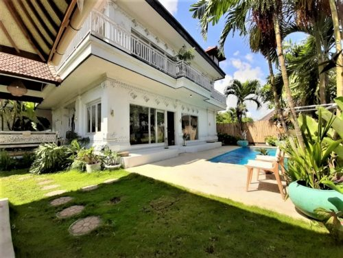 luxury Bali villas with a private pool and spacious garden
